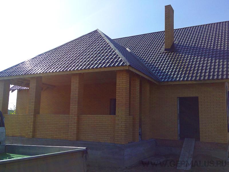 Кровля: металлочрепица супермонтеррей коричневый шоколад RAL8017. Жилой дом с.Ленинское, построен с нуля в 2014 нашими партнерами.