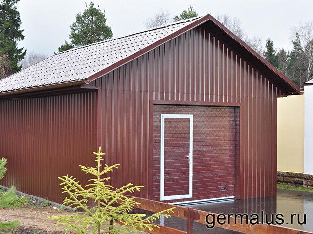 Фасад из профлиста С20 коричневый RAL8017